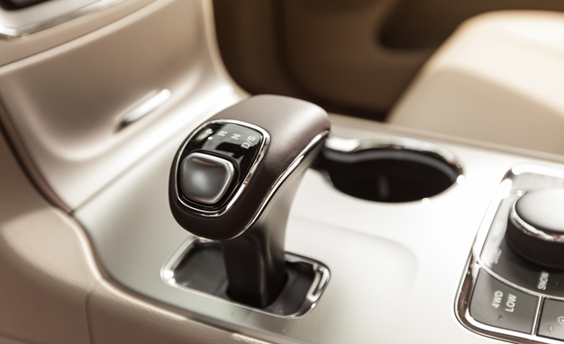 2014-Jeep-Grand-Cherokee-Overland-Shifter