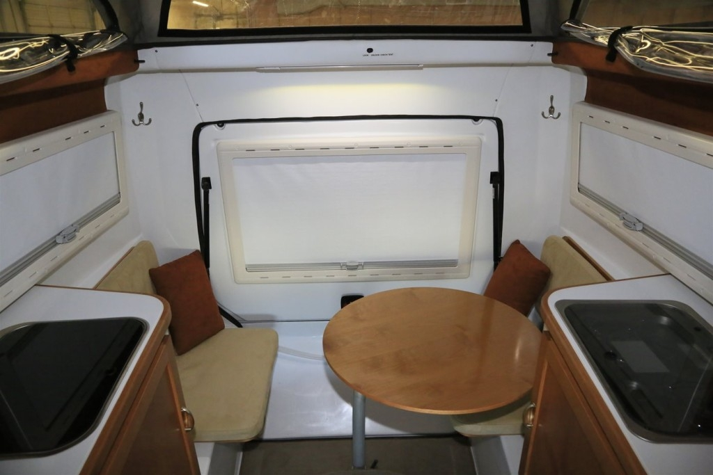 Jeep-Action-Camper-rear-table