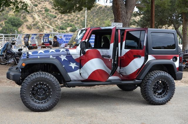 independence-day-patriotic-jeep-wrangler
